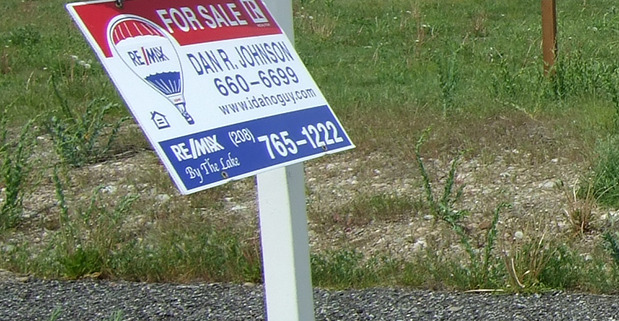Signs for Realtors, real estate signs with impact, on opaque coro in Spokane and Cheney, made fast by Signs for Success now