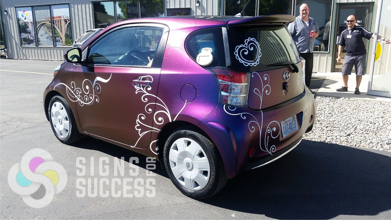 What Custom Car Wraps Do Designers Choose Signs For Success
